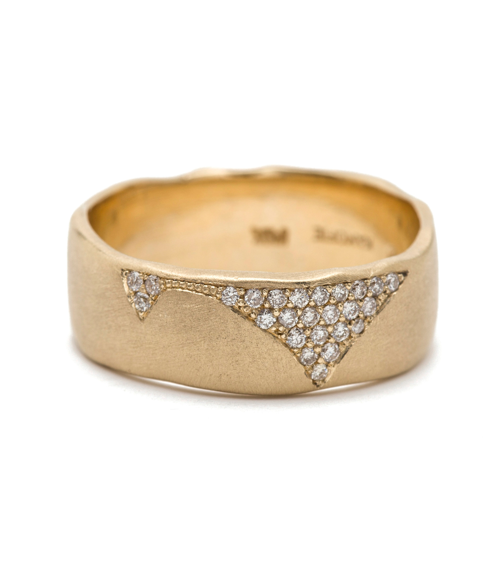 Cracked band with diamonds